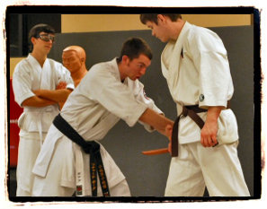 sensei demonstrating knife jam